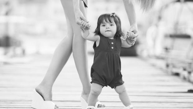 eerste stapjes, leren lopen, baby's leert lopen, hoe leer je je baby lopen, ontwikkeling baby