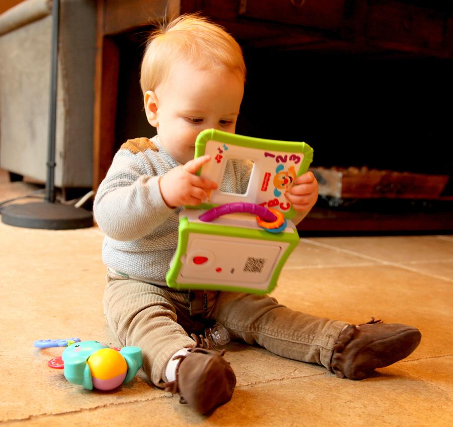 verhaaltjes verteller, fisher price, baby speelgoed, babylabel