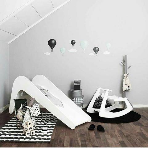 glijbaan in huis, kinderglijbaan, houten glijbaan, babyspeelgoed