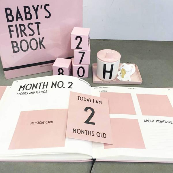 hippe kraamcadeautjes, babyboek, Design letters Baby's first book roze, babyalbum, baby cadeau