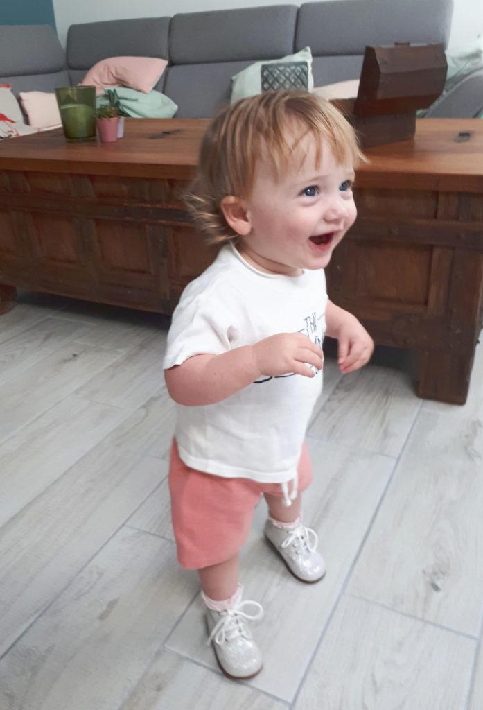 loopt ze al, wanneer gaat je kindje lopen, de eerste stapjes, babyblog