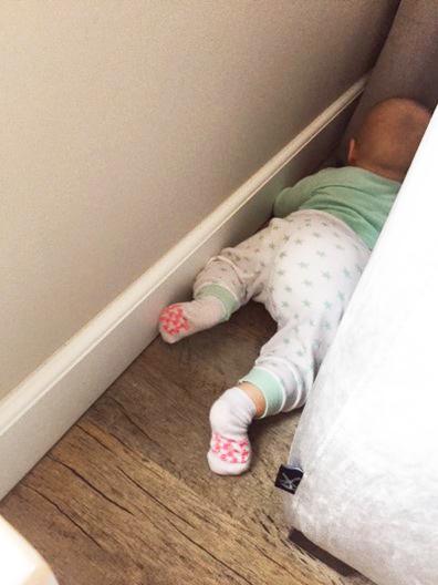 baby op ontdekking, baby 8 maand, ontwikkeling baby