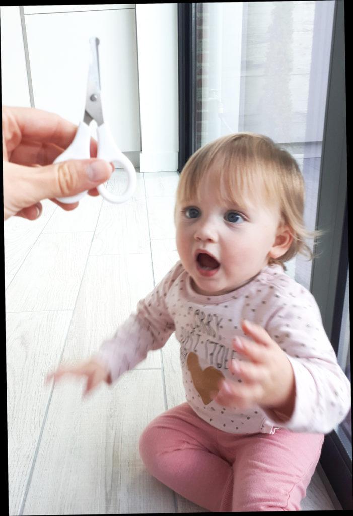 nagels knippen kind, baby label, nageltjes knippen, baby nagels knippen