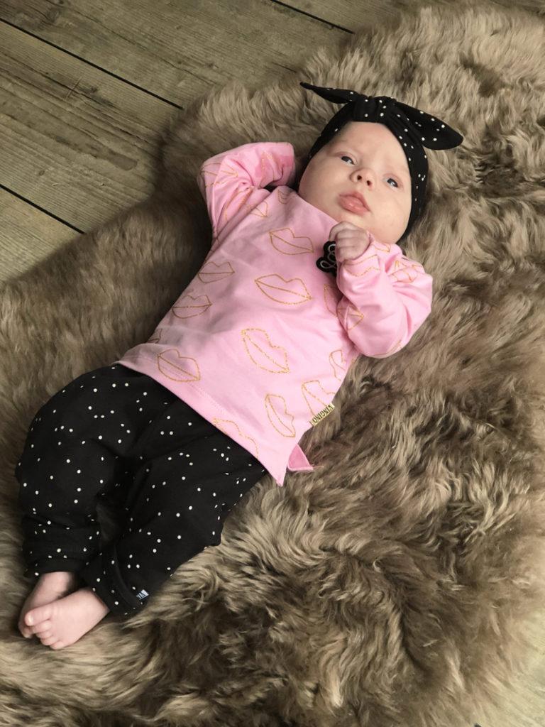 baby meisje kledingset, zwart babybroekje, roze babytruitje maat 69, vingino baby
