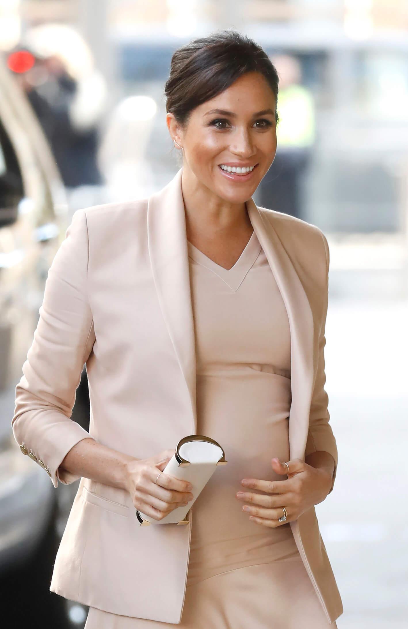 koninklijke zwangerschaps looks