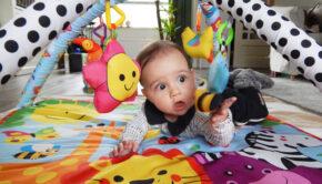 ontwikkeling baby 6 maand, wat kan een baby van 6 maand, baby 6 maand, babyblog, fisher price babygym