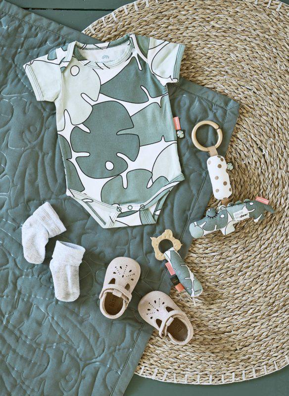 babykleertje, groene babyromper, bladprint
