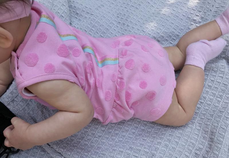 roze babyjurkje