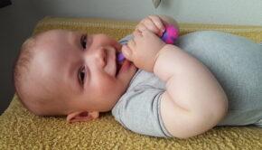 eerste babytandjes, wanneer komen de eerste tandjes, doorkomende tandjes