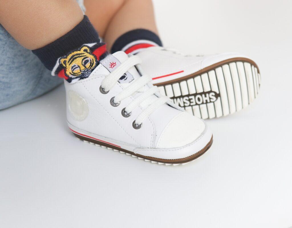 witte baby sneakers, witte baby schoenen