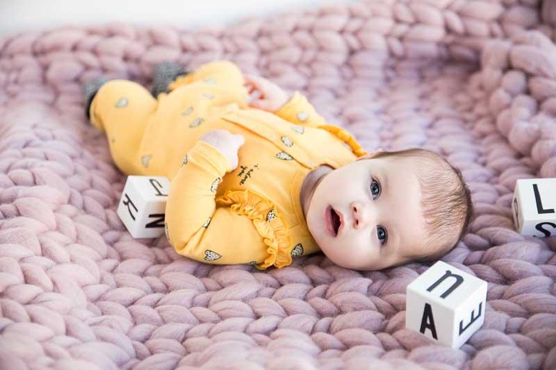 geel boxpakje, gele babykleding, babykleding meisje, baby meisjes kleding