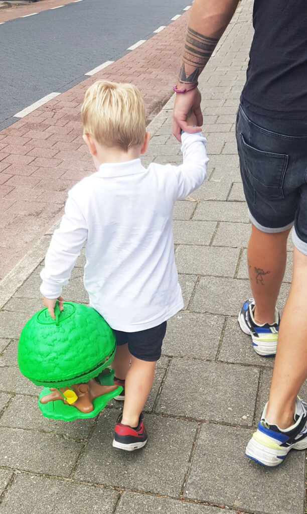 speelgoed om mee te nemen, speelhuisje, speelboom, peuterspeelgoed, kleuterspeelgoed, babylabel review