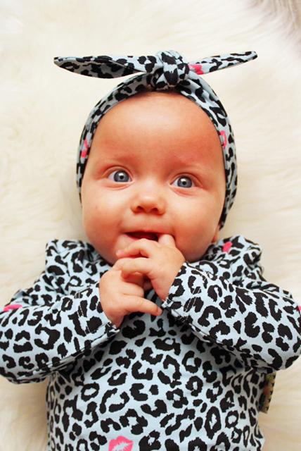 babyhaarband, panterprint shirtje baby, babymeisje kleding
