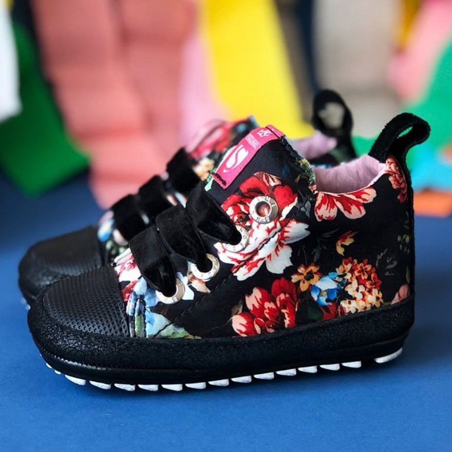 schoenen met bloemenprint, babyschoentjes met bloemen print, winter babyschoenen