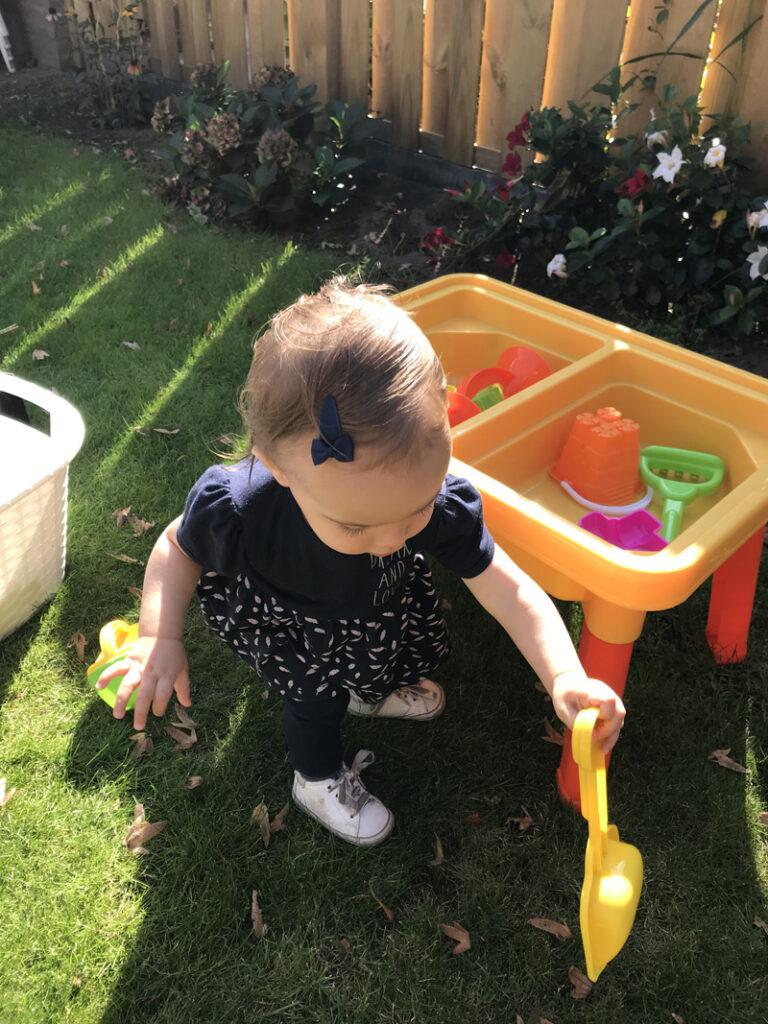 spelen, klein kind spelen, dagindeling met mijn kleintje
