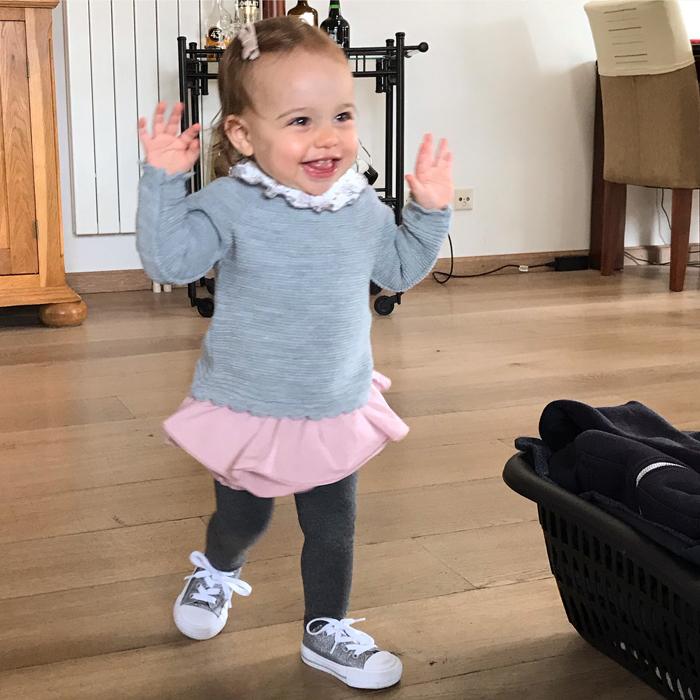 baby 1 jaar, babymeisje, van baby naar dreumes, dreumes meisje