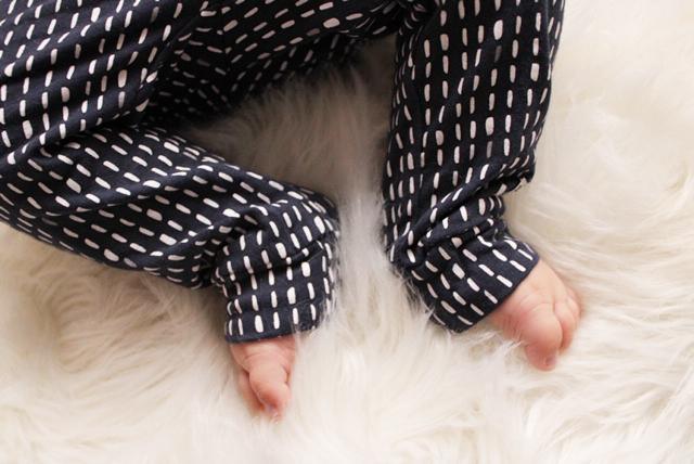 bampidano broekje, babybroekje, broek zwart met stipje