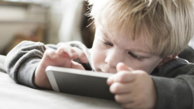 smartphones, kleine kinderen swipen