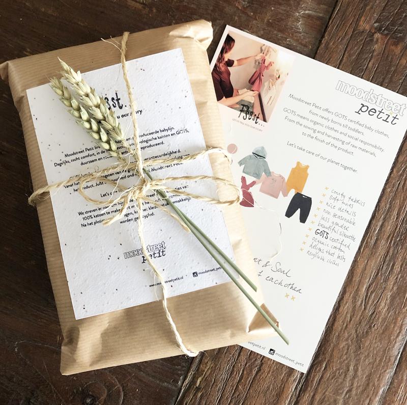 babykleding ingepakt, cadeautje, mooi inpak idee