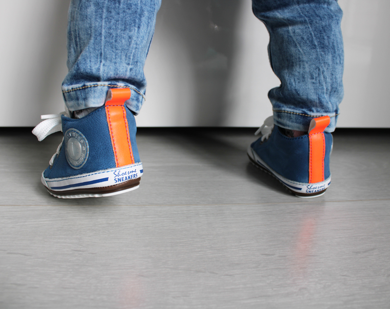 blauw met oranje babysneakers