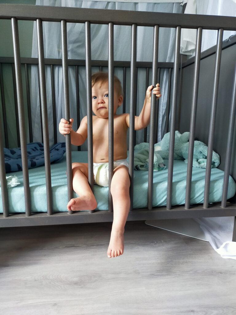 drukke baby, beweeglijke baby, ondernemende baby, slapeloze nachten