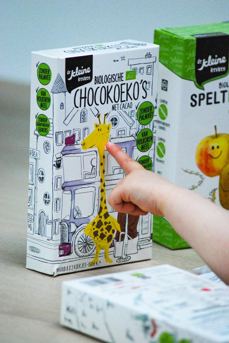 biologische chocokoekjes, chocokoeko's, verantwoord snacken, gezond snacken, biologisch snacken, snacks goed voor kinderen, de kleine keuken, kleine keuken review, gezonde kinderkoekjes