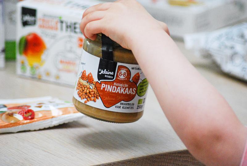 gezonde pindakaas, baby pindakaas, verantwoord snacken, gezond snacken, biologisch snacken, snacks goed voor kinderen, de kleine keuken, kleine keuken review