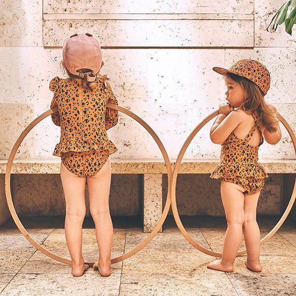 zonnehoedjes baby, zonnehoedje kind, lidwood, liewood zwemkleding, zwemkleding baby, zwemkleding voor babys, zwemkleding peuter, bikini meisje 1 jaar, bikini meisje 2 jaar, baby bikini, panter badpak, uw beschermende badpak