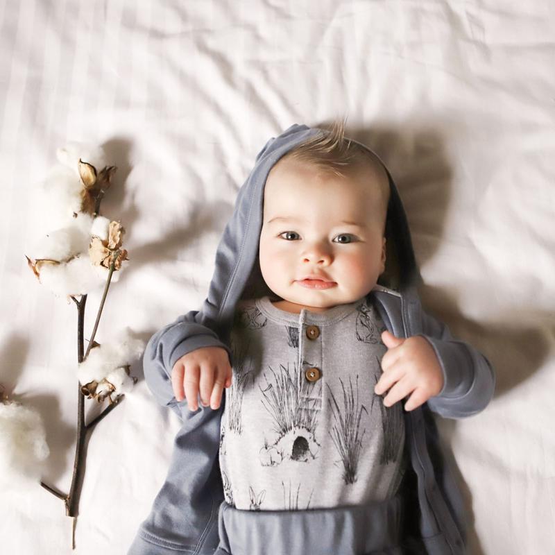 aster oak, aster & oak, aster & oak babykleding, australisch babymerk, fair baby beginnings, babylabel, duurzame babymerken, duurzame babykleding, baby jongen kleding, baby haarband, babypakje, babyromper, baby boxpakje, kraamcadeau