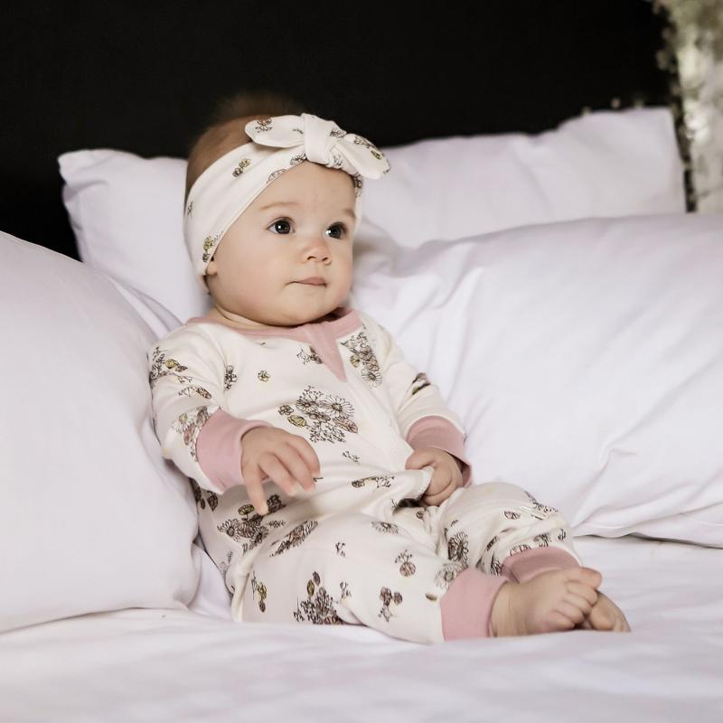 aster oak, aster & oak, aster & oak babykleding, australisch babymerk, fair baby beginnings, babylabel, duurzame babymerken, duurzame babykleding, baby meisje kleding, baby haarband, babypakje, babyromper, baby boxpakje, kraamcadeau
