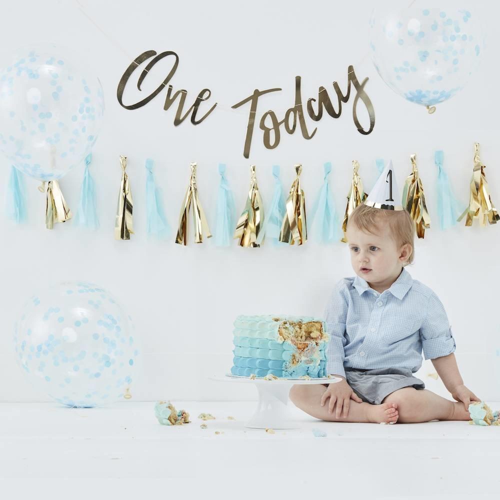 eerste verjaardag, eerste verjaardag kind, eerste verjaardag baby, feestversiering kind 1 jaar, raketopper 1 jaar, olieballon 1 jaar, mijlpaalkrijtbord, hieppp, feest webshop, online feestversiering kind 1 jaar kopen, cakesmash pakket, jongen 1 jaar