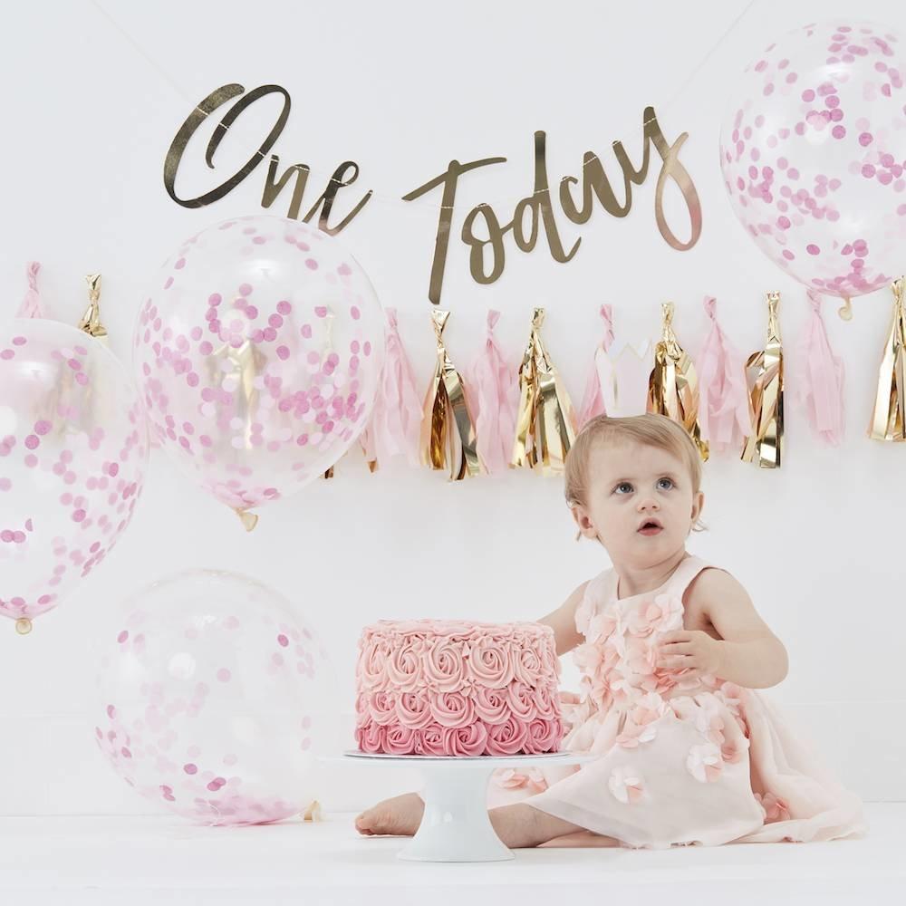 eerste verjaardag, eerste verjaardag kind, eerste verjaardag baby, feestversiering kind 1 jaar, raketopper 1 jaar, olieballon 1 jaar, mijlpaalkrijtbord, hieppp, feest webshop, online feestversiering kind 1 jaar kopen, cakesmash pakket, meisje 1 jaar