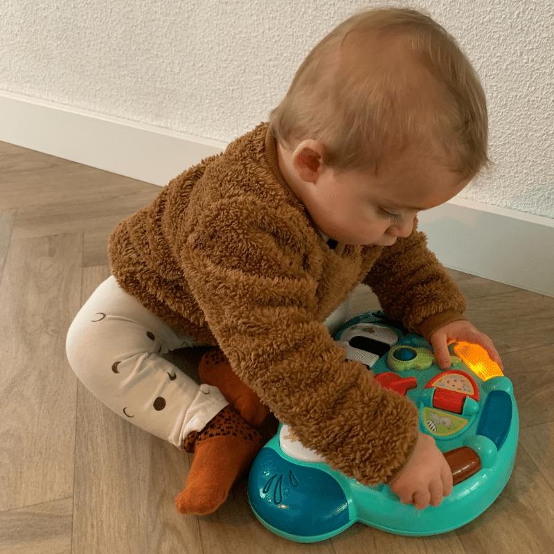 kinderpiano, sophie de giraf piano, speelgoed piano, kleine kinderen en muziek, muziekles kleine kinderen, baby en muziek