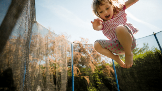 trampoline springen, trampoline, trampoline goed voor ontwikkeling van je kind